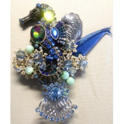 SEAHORSE IN THE OCEAN brooch